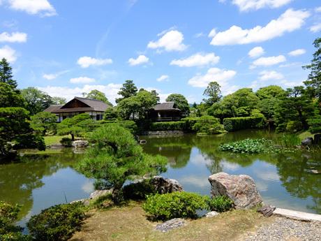 桂離宮・池から書院を望む