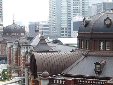 kitteの屋上庭園から見た東京駅の屋根