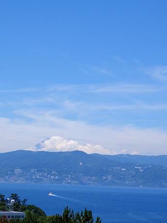 初島灯台から見た熱海と富士山