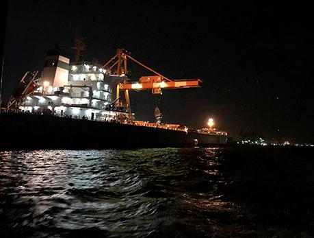 工場夜景クルーズ/コンテナ船