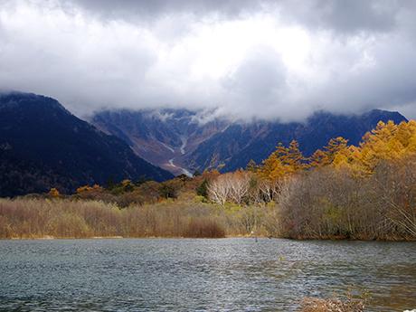大正池から見た岳沢