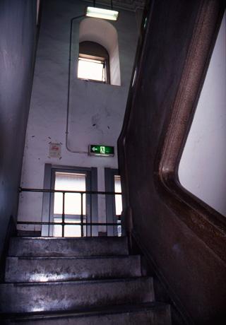 明治大学旧記念館・階段