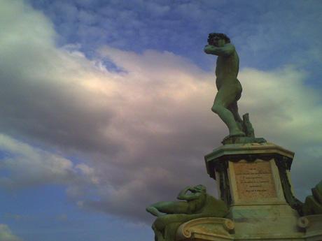 ミケランジェロ広場のダビデ像
