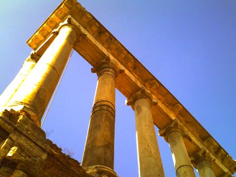 フォロロマーノ・サトゥルヌスの神殿