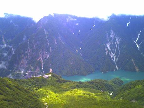 大観峰から見た黒部ダム