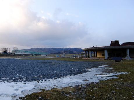 大川小学校と新北上大橋