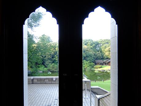 東京国立博物館本館から見た庭園