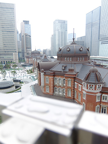 kitteの屋上庭園から見た東京駅