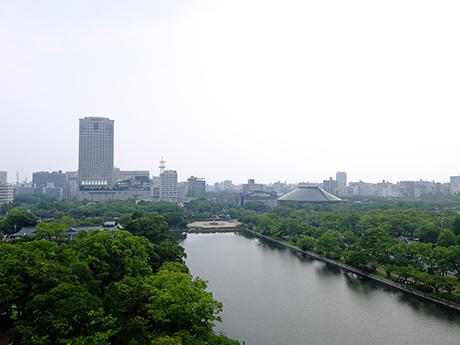 広島城天守閣から臨む