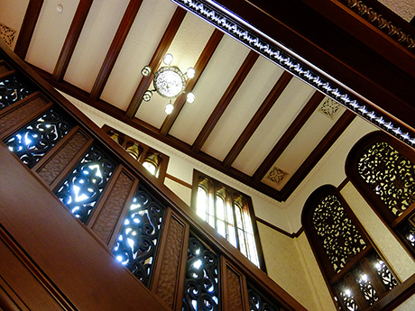 旧前田邸の階段の天井