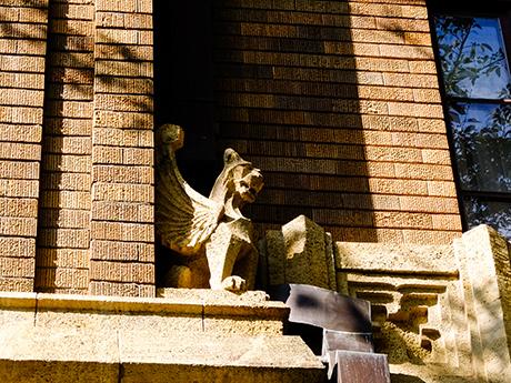 旧前田邸の有翼のライオン