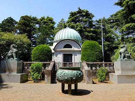 岩崎家霊廟